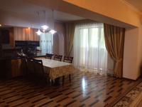 5-комнатная квартира, 250 м², 2/5 этаж помесячно