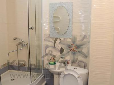 1-комнатная квартира, 30 м², 1/5 этаж посуточно, Кабанбай батыра 130 за 5 000 〒 в Усть-Каменогорске — фото 2