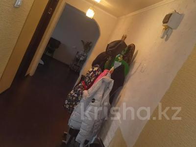 3-комнатная квартира, 68 м², 9/9 этаж, проспект Строителей 25 за 13 млн 〒 в Караганде, Казыбек би р-н