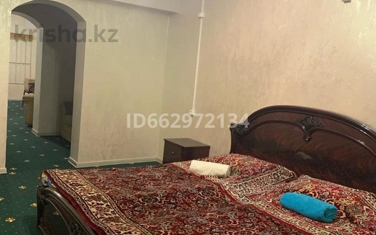 3-комнатная квартира, 100 м², 1/5 этаж по часам, Сатпаева 76А за 1 500 〒 в Алматы, Бостандыкский р-н