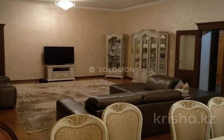 8-комнатный дом помесячно, 500 м², Байкена Ашимова 80 за 1.4 млн 〒 в Алматы, Наурызбайский р-н