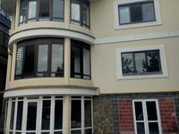 8-комнатный дом помесячно, 390 м², 6 сот.