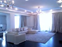 5-комнатная квартира, 450 м², 5/5 этаж помесячно