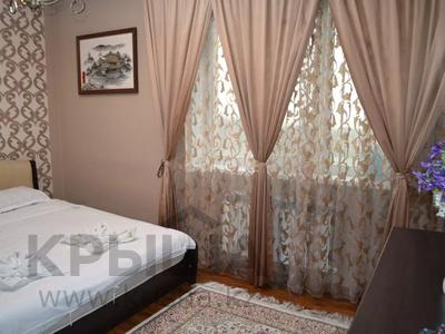 2-комнатная квартира, 65 м², 13/16 этаж посуточно, Бальзака 8 Б за 12 000 〒 в Алматы, Бостандыкский р-н