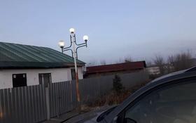 3-комнатный дом, 90 м², 10 сот., 22 мкр 17 за 16 млн 〒 в Усть-Каменогорске