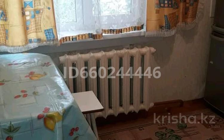2-комнатная квартира, 37 м², 5/5 этаж помесячно, Царева 19 за 45 000 〒 в Аксу