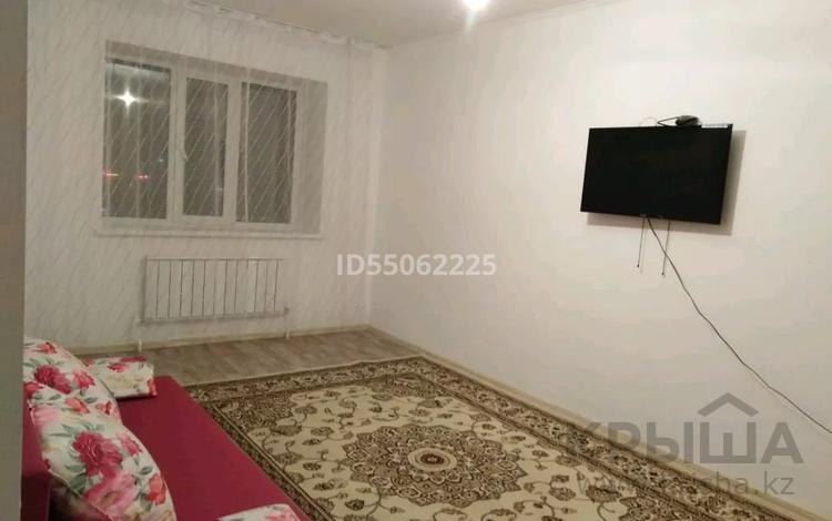 3-комнатная квартира, 84.4 м², 1/9 этаж помесячно, Батыс-2 1 г за 110 000 〒 в Актобе, мкр. Батыс-2
