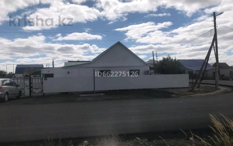 4-комнатный дом, 140 м², 7.5 сот., улица Бекзата Саттарханова 2 за 30 млн 〒 в Аксае