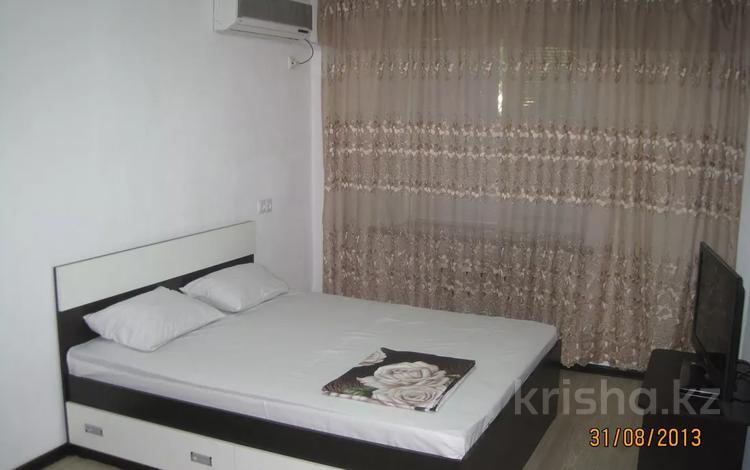 1-комнатная квартира, 30 м², 1/3 этаж посуточно, Аскарова 3 — Аль-Фараби за 8 000 〒 в Шымкенте, Аль-Фарабийский р-н