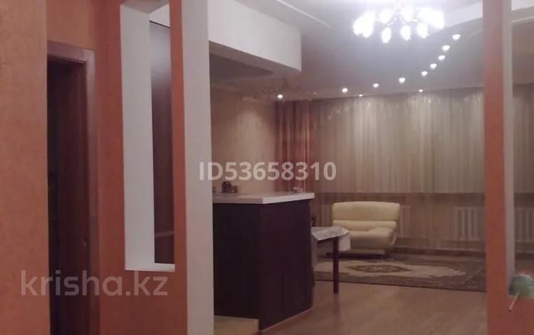 4-комнатная квартира, 175 м², 2/2 этаж помесячно, Попова 47 за 170 000 〒 в Петропавловске