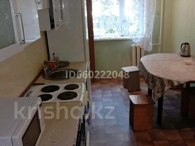 3-комнатная квартира, 60 м², 2/5 этаж помесячно, Чокина 95 за 90 000 〒 в Павлодаре — фото 2