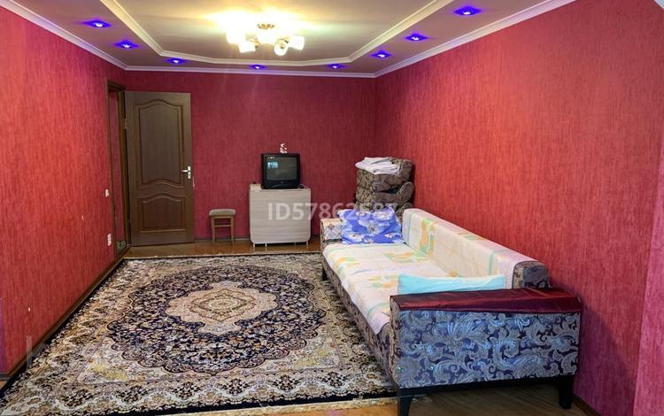 1-комнатная квартира, 37 м², 2/5 этаж, Глинки 35 за ~ 8.2 млн 〒 в Семее