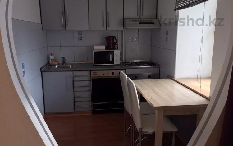 1-комнатная квартира, 36 м², 3/5 этаж посуточно, Республика 4 за 10 000 〒 в Нур-Султане (Астана), Есиль р-н