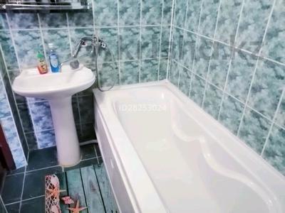 1-комнатная квартира, 50 м², 5/9 этаж посуточно, Абулхаир хана 76 — Сазда за 7 000 〒 в Актобе