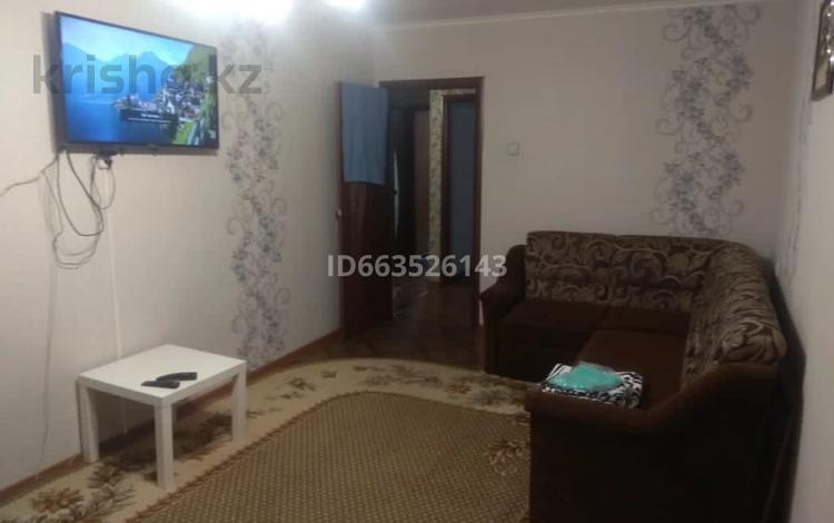 2-комнатная квартира, 60 м², 1/5 этаж посуточно, Самарская 44 за 8 000 〒 в Уральске