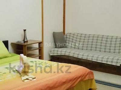 1-комнатная квартира, 43 м², 3/8 этаж посуточно, мкр Самал-2 за 9 000 〒 в Алматы, Медеуский р-н — фото 2