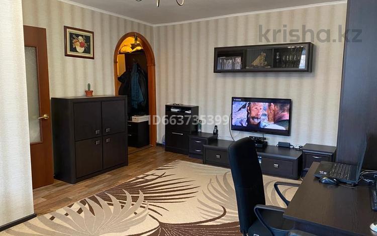 3-комнатная квартира, 56 м², 2/5 этаж, проспект Нуркена Абдирова 52 за 18 млн 〒 в Караганде, Казыбек би р-н