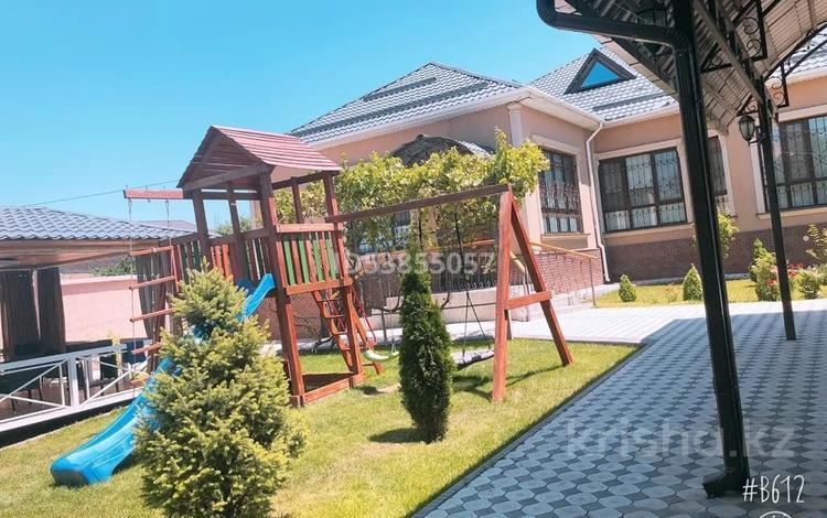 6-комнатный дом, 220 м², 8 сот., Самал 2 за 70 млн 〒 в Шымкенте, Каратауский р-н