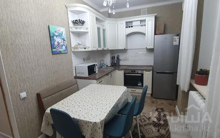 3-комнатная квартира, 80 м², 9/10 этаж, Сауран за 26.1 млн 〒 в Нур-Султане (Астана), Есиль р-н