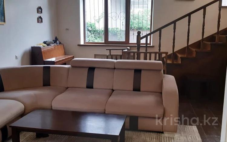 7-комнатный дом помесячно, 450 м², 7 сот., мкр Коктобе 22 за 1.3 млн 〒 в Алматы, Медеуский р-н