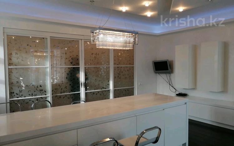 5-комнатная квартира, 450 м², 5/6 этаж помесячно, Карашаш ана 21 за 1.5 млн 〒 в Нур-Султане (Астана), Есиль р-н