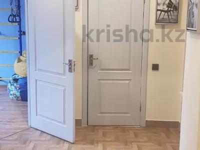 3-комнатная квартира, 90 м², 4/5 этаж помесячно, Калдаякова — Гоголя за 150 000 〒 в Алматы, Медеуский р-н — фото 12