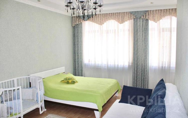 4-комнатная квартира, 205 м², 4/4 этаж, Иманова за 88 млн 〒 в Нур-Султане (Астане), р-н Байконур