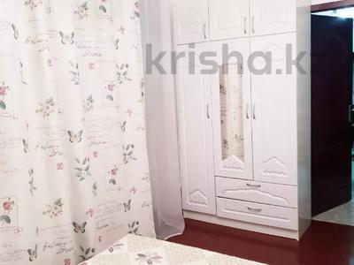 2-комнатная квартира, 50 м², 2/4 этаж посуточно, Достык (Ленина) — Сатпаева за 10 000 〒 в Алматы — фото 2