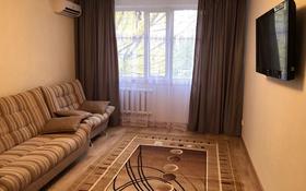 2-комнатная квартира, 60 м², 3/9 этаж посуточно, 4 мкр 34 за 10 000 〒 в Аксае