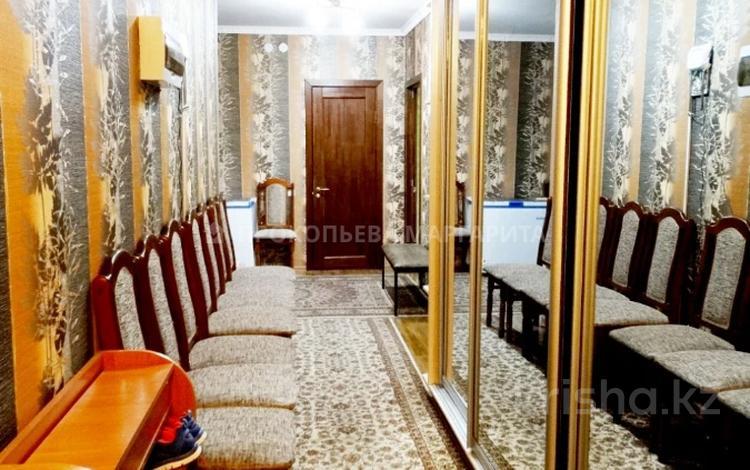 3-комнатная квартира, 115 м², 3/17 этаж, мкр Мамыр-1 за 42 млн 〒 в Алматы, Ауэзовский р-н
