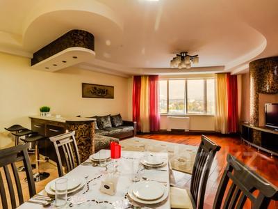 2-комнатная квартира, 90 м², 9/30 этаж посуточно, Аль-Фараби 7 за 25 000 〒 в Алматы — фото 2