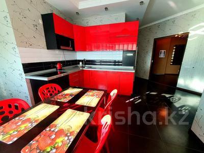 2-комнатная квартира, 85 м², 19/41 этаж посуточно, Достык 5 — Сауран за 10 000 〒 в Нур-Султане (Астана), Есиль р-н