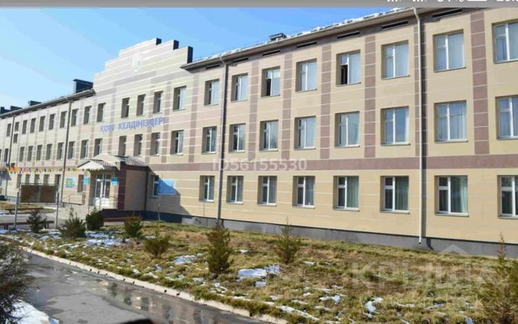 2-комнатная квартира, 77 м², 2/2 этаж, Ломоносова 4 — Гагарина за 15.5 млн 〒 в Шымкенте, Абайский р-н