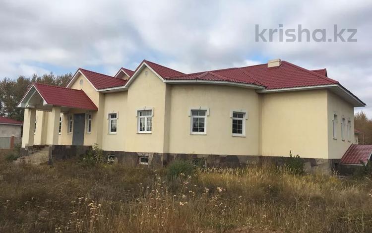 7-комнатный дом, 670 м², 30 сот., Абылай хана 2 за 160 млн 〒 в Нур-Султане (Астана), р-н Байконур