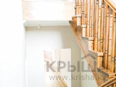 6-комнатный дом, 202.3 м², 6 сот., мкр Кайрат, Мкр Кайрат за 70 млн 〒 в Алматы, Турксибский р-н