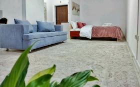 1-комнатная квартира, 45 м², 2 этаж посуточно, Сатпаева 90 — Туркебаева за 13 000 〒 в Алматы, Бостандыкский р-н