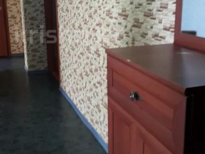 4-комнатная квартира, 80 м², 9/9 этаж посуточно, Шакарима 15 за 10 000 〒 в Семее — фото 2