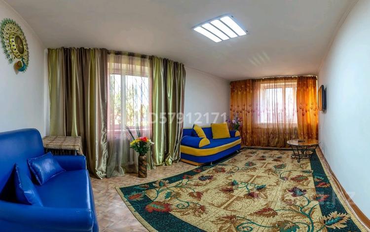 2-комнатная квартира, 50 м², 1/5 этаж посуточно, улица Жансугурова 73/85 — Абая за 8 000 〒 в Талдыкоргане