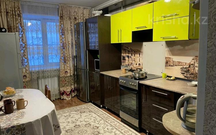 3-комнатная квартира, 80 м², 1/5 этаж, проспект Ильяса Есенберлина 8 за 26.5 млн 〒 в Усть-Каменогорске