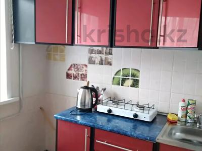 1-комнатная квартира, 52 м², 2/5 этаж по часам, 410 Квартал за 500 〒 в Семее — фото 2