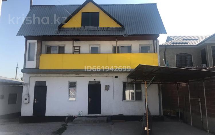 12-комнатный дом, 220 м², 10 сот., мкр Айгерим-2 63 за 60 млн 〒 в Алматы, Алатауский р-н