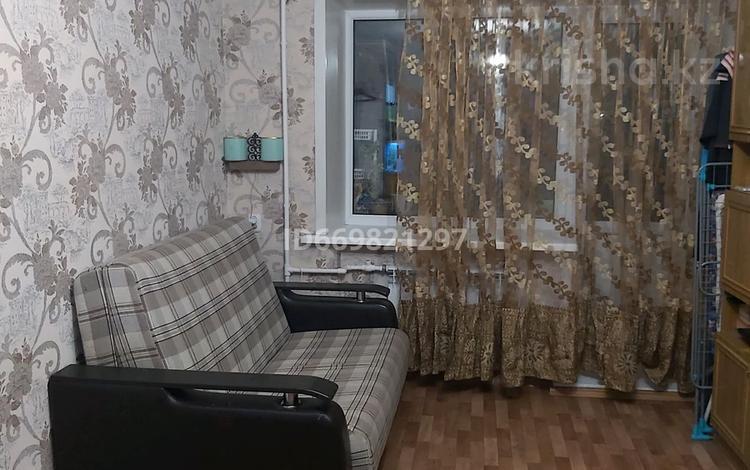 1-комнатная квартира, 32 м², 3/5 этаж, мкр Пришахтинск, Зелинского 28/2 за 7.7 млн 〒 в Караганде, Октябрьский р-н