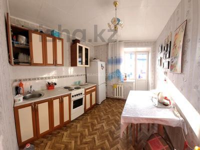 3-комнатная квартира, 66 м², 9/9 этаж, мкр Юго-Восток, Республики 4 за 19.5 млн 〒 в Караганде, Казыбек би р-н