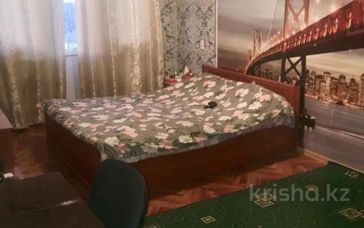 1-комнатная квартира, 46 м², 5/5 этаж, 8 мкр. 1 за 9.5 млн 〒 в Шымкенте, Абайский р-н