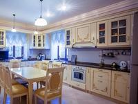9-комнатный дом помесячно, 700 м², 15 сот.