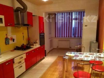 3-комнатная квартира, 130 м², 5/5 этаж помесячно, Ескалиева 293 за 200 000 〒 в Уральске