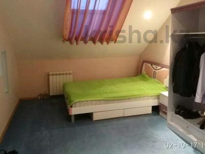 3-комнатная квартира, 130 м², 5/5 этаж помесячно, Ескалиева 293 за 200 000 〒 в Уральске — фото 3
