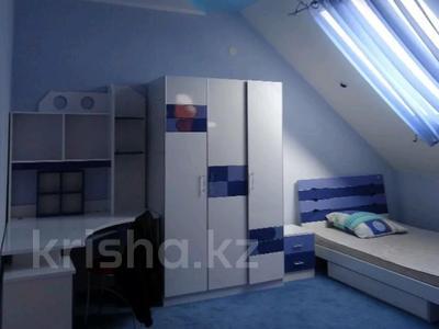 3-комнатная квартира, 130 м², 5/5 этаж помесячно, Ескалиева 293 за 200 000 〒 в Уральске — фото 4