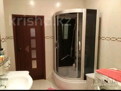 3-комнатная квартира, 130 м², 5/5 этаж помесячно, Ескалиева 293 за 200 000 〒 в Уральске — фото 6