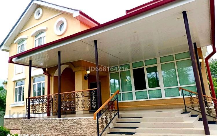 7-комнатный дом, 330 м², 17 сот., Самал3 32 за 130 млн 〒 в Уральске